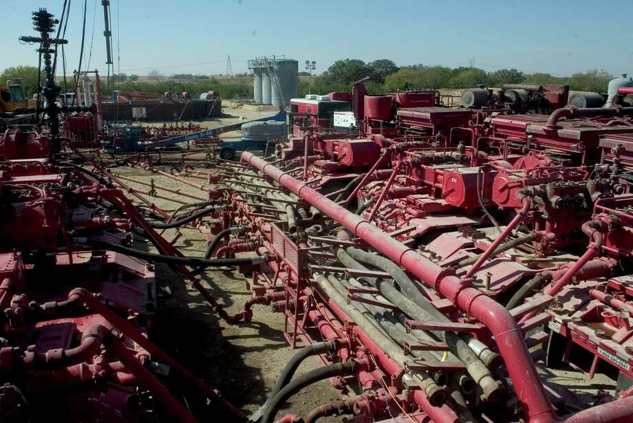 Halliburton is paying $18.3 million in back wages to more than 1,000 U.S. field workers who were misclassified as salaried professionals and thus exempt from overtime. Photo: Express-News File Photo / Freelance