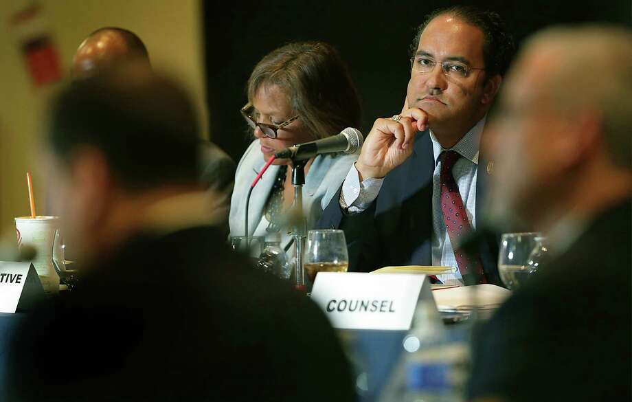 U.S. Reps. Will Hurd (center right) and Robin Kelly (center left), members of the U.S. House Committee on Oversight and Government Reform Information Technology Subcommittee, hold a field hearing on cloud computing and cybersecurity Tuesday at UTSA. Photo: Bob Owen /San Antonio Express-News / San Antonio Express-News