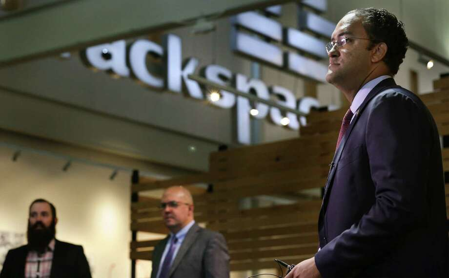 U.S. Representative Will Hurd, right, a member of the U.S. house Committee on Oversight and Government Reform Information Technology Subcommittee, tours Rackspace on Tuesday, Sept. 22, 2015, with Rackspace CTO John Engates, center, and Daniel Sherrill, left, Rackspace Briefing Program Manager, before a field hearing on cloud computing and cybersecurity at UTSA. Photo: BOB OWEN, Staff / San Antonio Express-News / San Antonio Express-News
