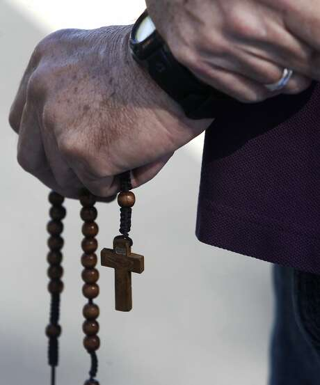 Jerry Mack clutches rosary beads while praying during a vigil by antiabortion protesters in front of a Planned Parenthood office in San Jose on Wednesday. The action is part of the nationwide 40 Days For Life movement. Photo: Paul Chinn, The Chronicle