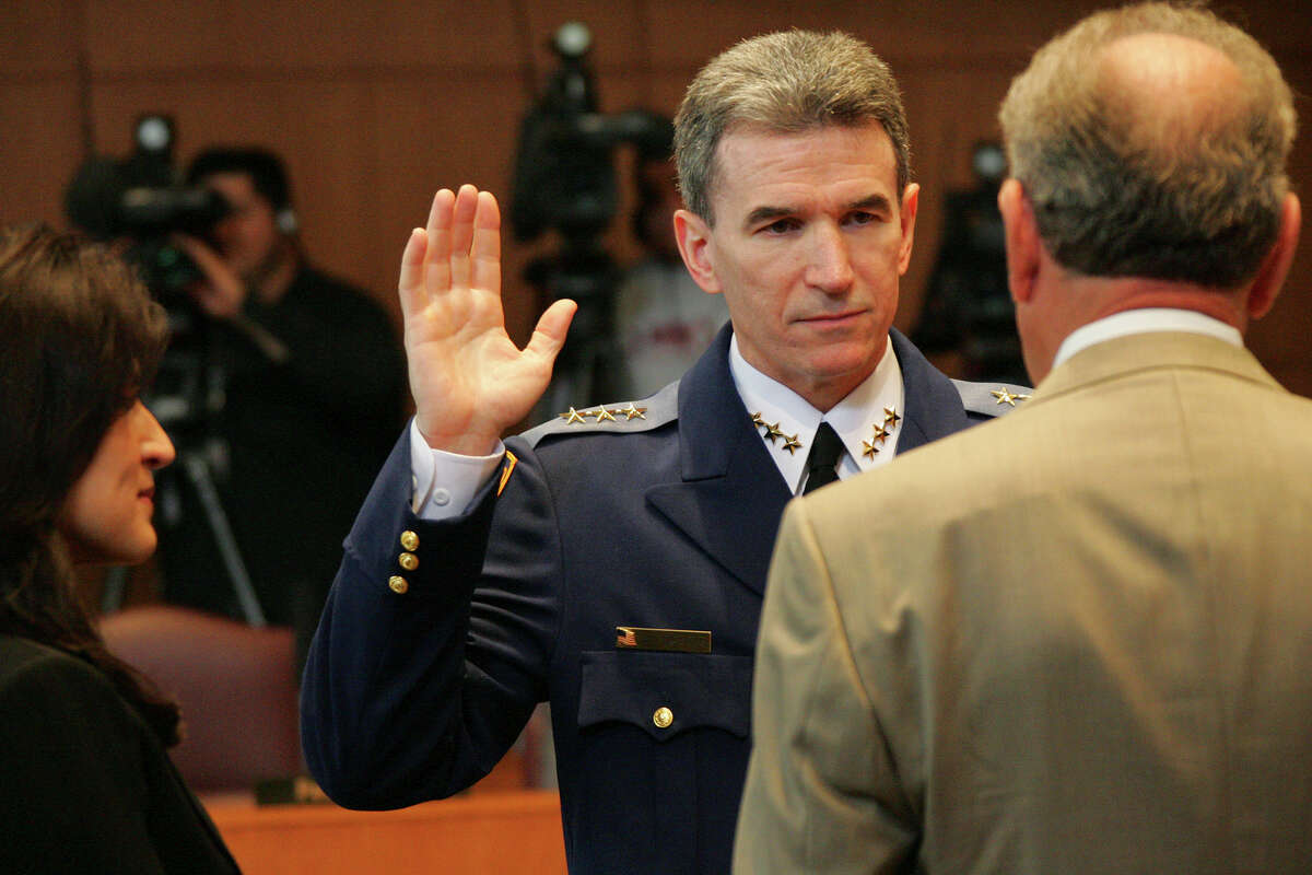 San Antonio Police Department Chief William McManus is sworn in by Mayor Phil Hardberger before City Council on Thursday, April 20, 2006. Next to him is his wife, Lourdes. ( JERRY LARA STAFF )