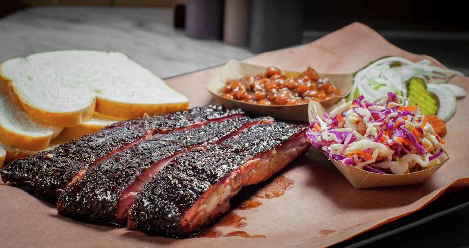 Killen's BBQ's sausage link, pork ribs, beans and coleslaw. Photo: Nick De La Torre, For The Chronicle / ONLINE_YES