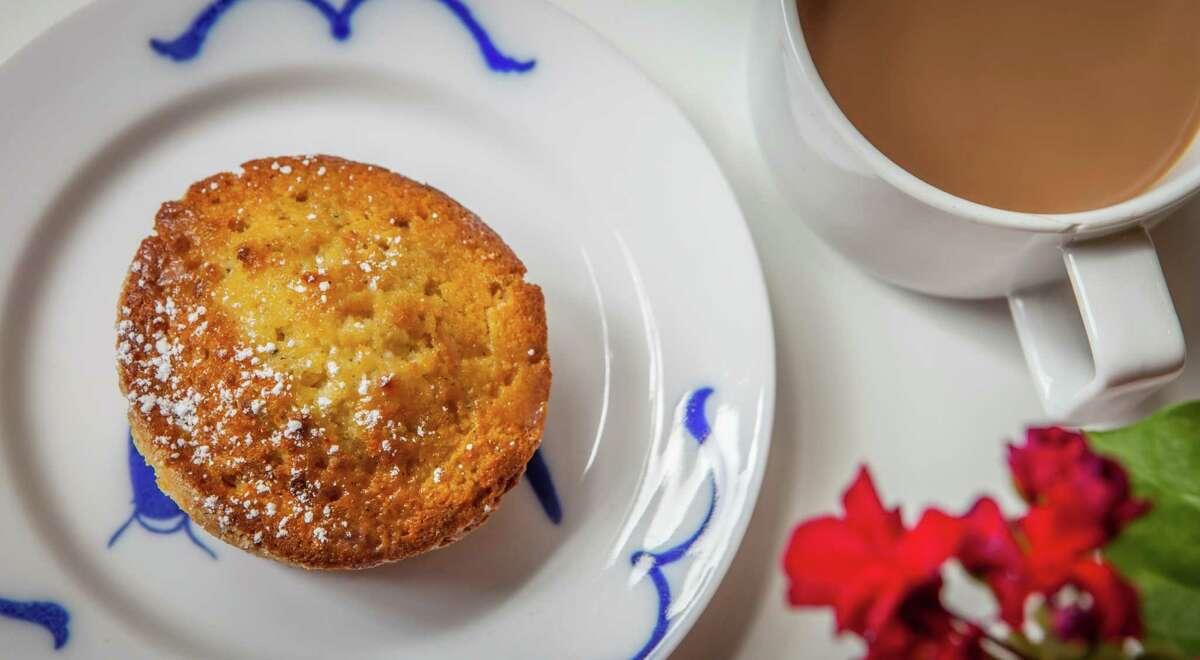 Pondicheri: Cardamom mawa cakes with milky chai