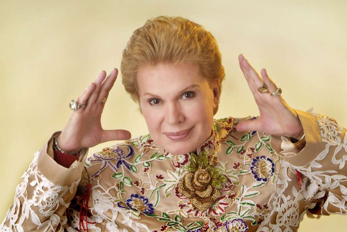 2. Forget about Oprah, the voices you heard in your house´s TV were those of Walter Mercado, Cristina and Don Francisco.