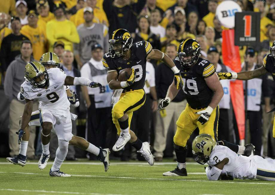 Iowa Hawkeyes running back Jordan Canzeri (33) carries the ball during the second half of their game against the Pittsburgh Panthers Saturday, Sept. 19, 2015 at Kinnick Stadium.  (Brian Ray / hawkeyesports.com) Photo: BRIAN RAY / 2015 University of Iowa  Athletics