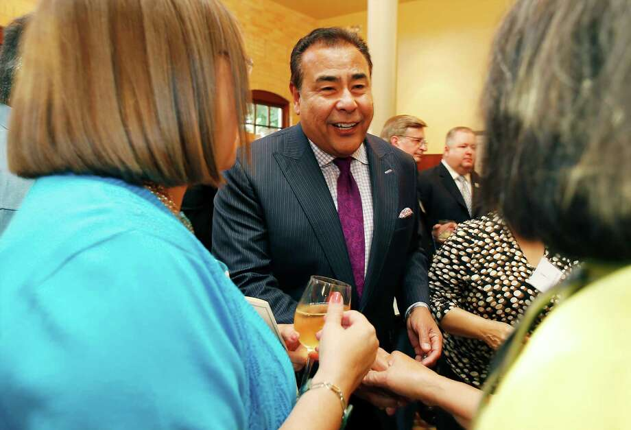 Broadcast journalist John Quinones meets with guests at the 5th Annual Inspire Awards on Wednesday, Sept. 23, 2015. Quinones, an alumnus of Brackenridge High School, was honored with the Service Award by the San Antonio Independent School District Foundation. Along with Quinones other notable honorees were retired Chief Justice of the U.S. Fourth Court of Appeals Alma L. Lopez-Cavazos for the Leadership Award who graduated from Burbank High School and the Bill Miller Family for the Excellence Award. The event was held at the Pearl Stable. Photo: Kin Man Hui, San Antonio Express-News / ©2015 San Antonio Express-News