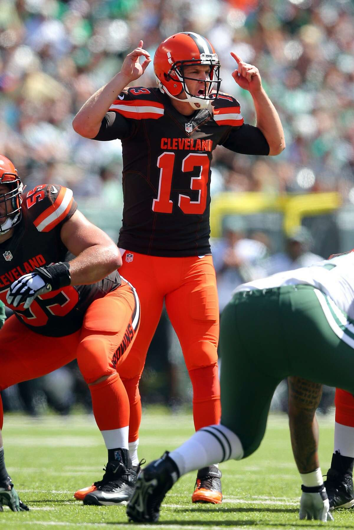 Cleveland Browns quarterback Josh McCown #13 calls plays at the line of scrimmage during an NFL game against the New York Jets at MetLife Stadium in East Rutherford, N.J. on Sunday, Sept. 13, 2015. (AP Photo/Brad Penner)
