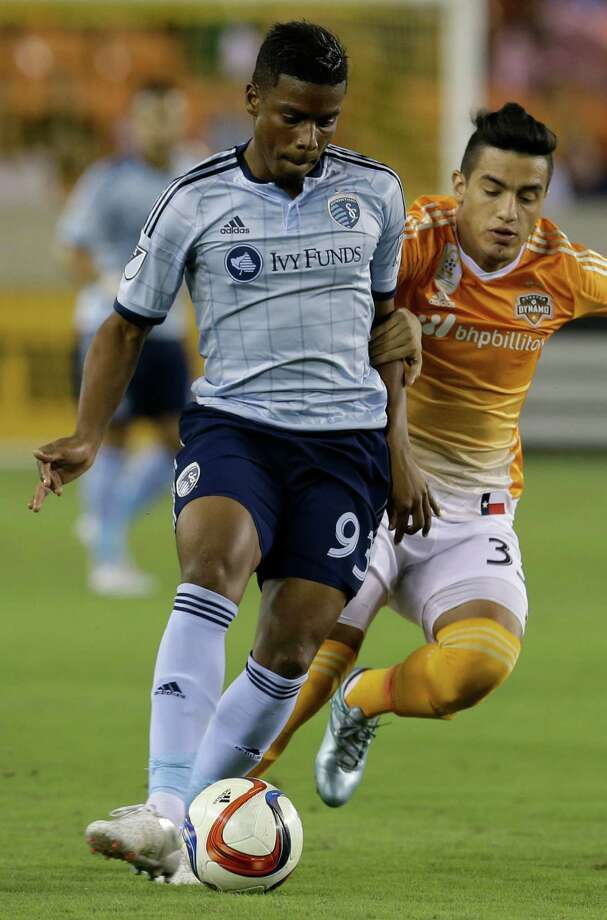 Sporting Kansas City's Soni Mustivar works to keep ball from Houston Dynamo's Leonel Miranda during the fist half of MLS game at BBVA Compass Stadium Wednesday, Sept. 23, 2015, in Houston. Photo: Melissa Phillip / © 2015 Houston Chronicle