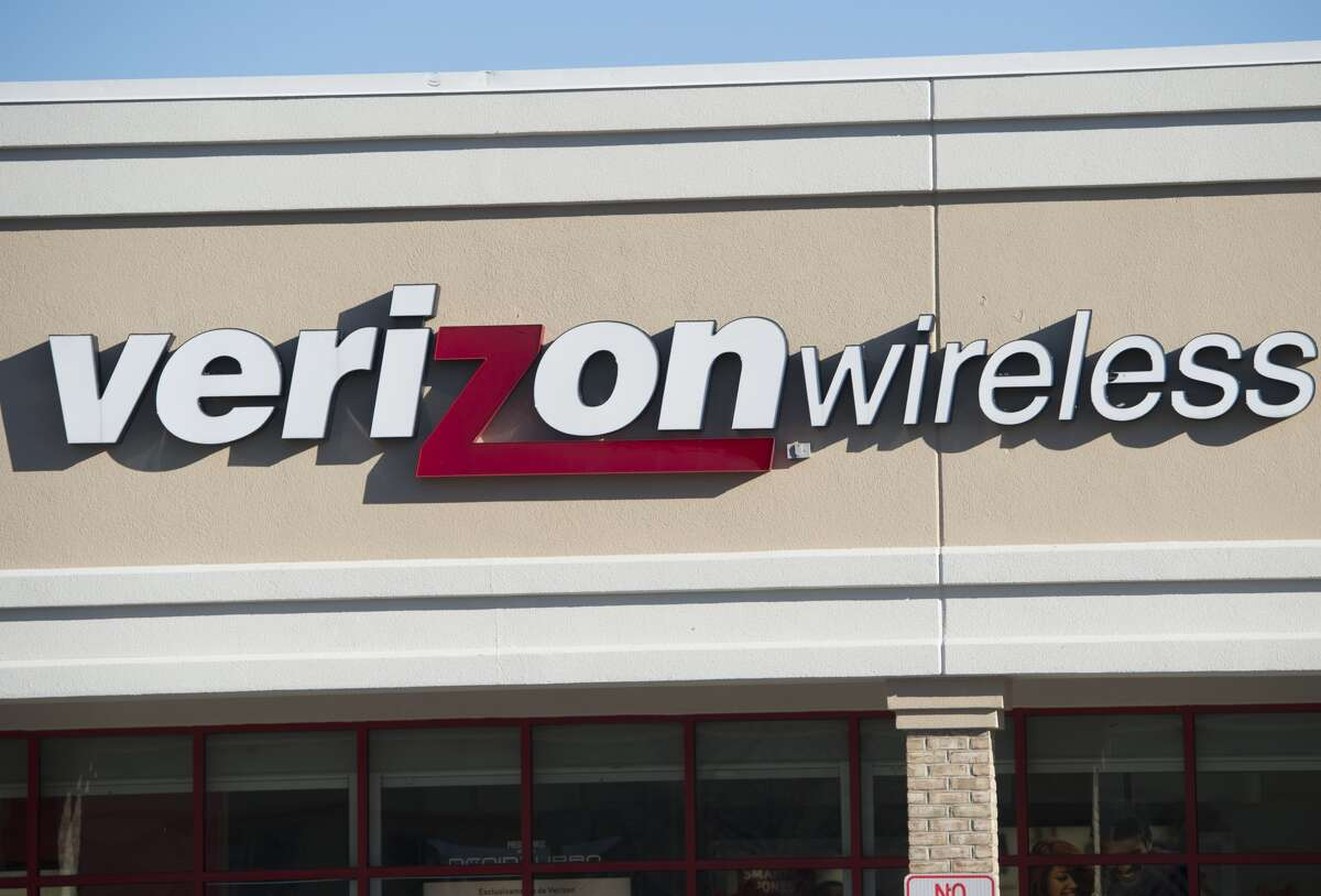 An Oregon couple is battling Verizon over a $2 million cell phone bill.