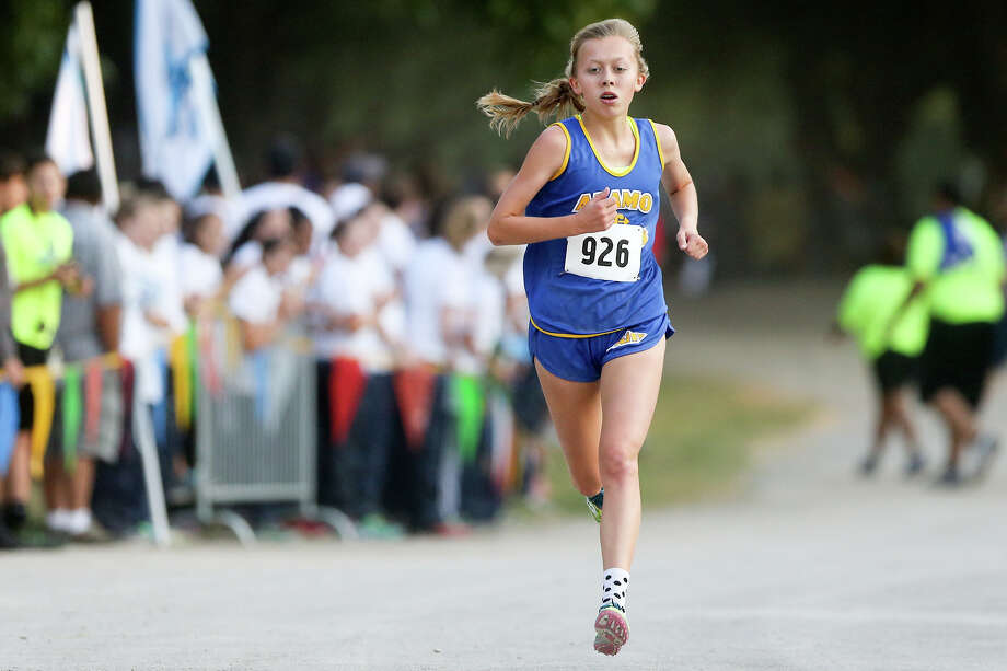 Alamo Heights' Abby Gray approaches the finish line of the Varsity girls 3-mile run during the Southwest ISD Invitational cross country meet at Southwest High School on Aug. 29, 2015. Photo: Marvin Pfeiffer /San Antonio Express-News / Express-News 2015