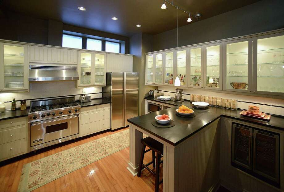 Before you indulge in some retail therapy, check out what appliance experts say you should consider when buying new appliances. Photo: Bob Donaldson /McClatchy-Tribune News Service / Pittsburgh Post-Gazette