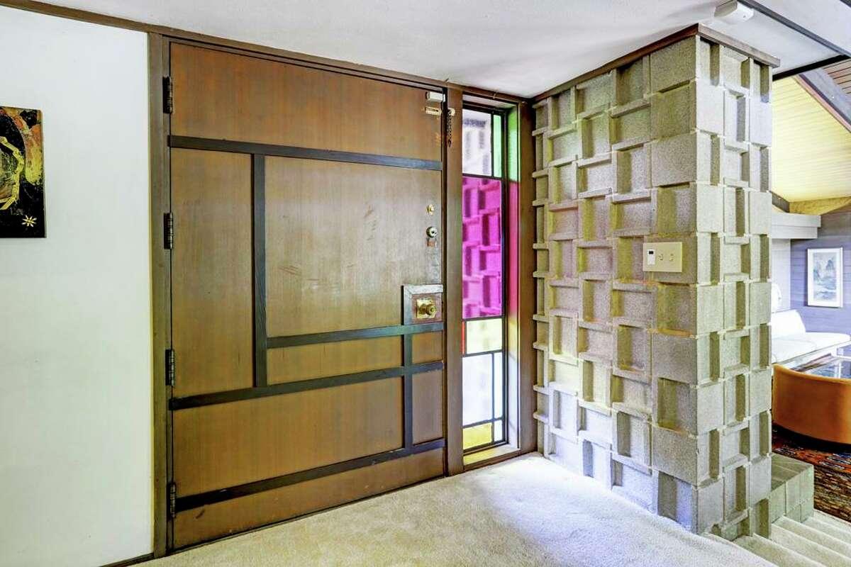 2 Tiel Way: $4,295,000 / 5,218 square feet