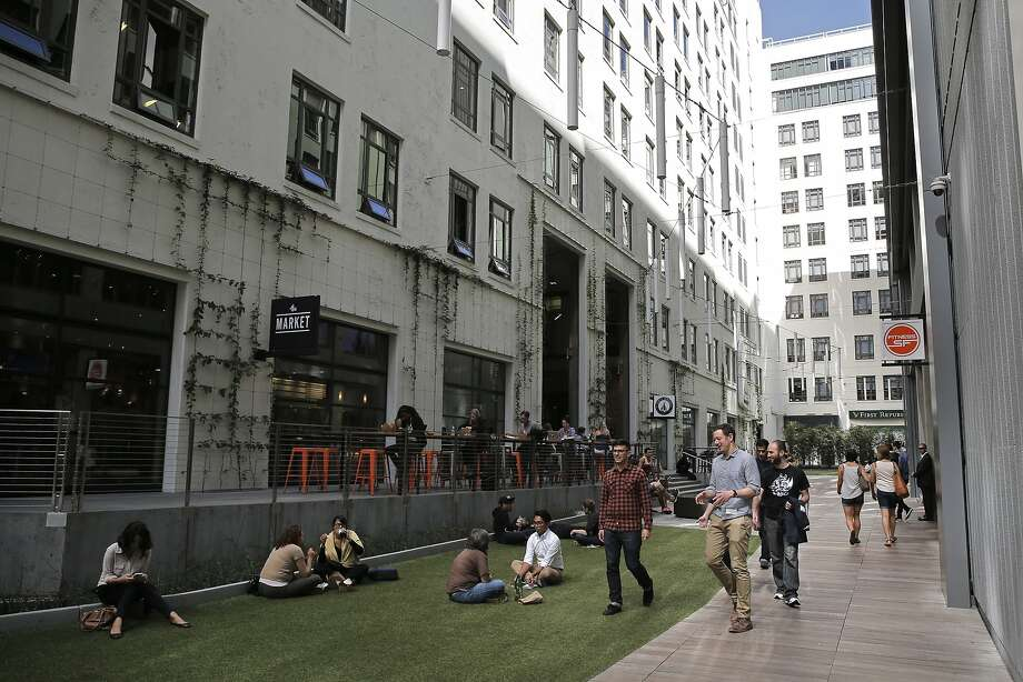 The outdoor space behind the old Merchandise Mart Building, which is home to Twitter. Photo: Michael Macor, The Chronicle