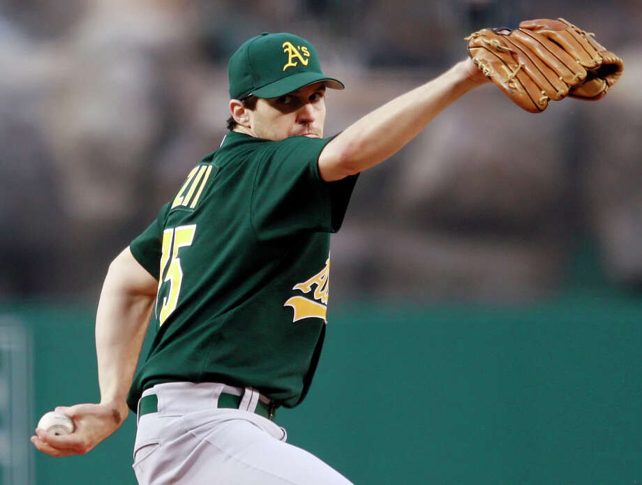 Barry Zito pitches against the Los Angeles Angels in Anaheim on May 1, 2006. Photo: FRANCIS SPECKER / AP / AP