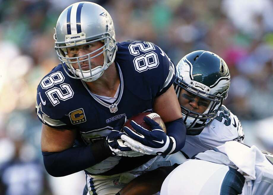 Jason Witten of the Dallas Cowboys makes a catch for a first down and is tackled by Jordan Hicks #58 of the Philadelphia Eagles during the second quarter of a football game at Lincoln Financial Field on Sept. 20, 2015 in Philadelphia. Photo: Rich Schultz /Getty Images / 2015 Getty Images