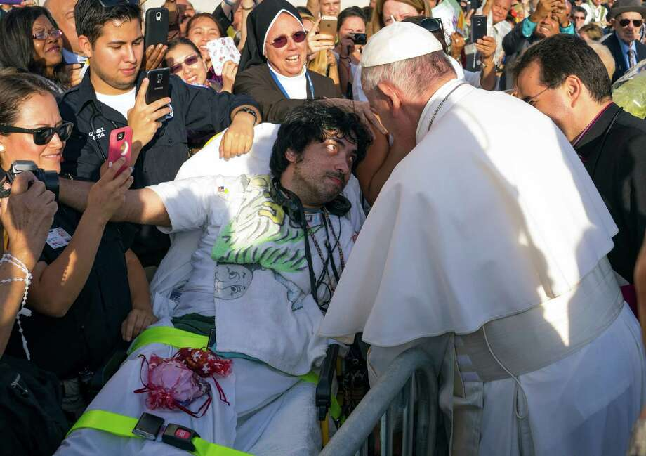 Pope Francis engages well-wishes including Gerard Gubatan, of the Brooklyn borough of New York, center left, after arriving at John F. Kennedy International Airport Thursday, Sept. 24, 2015, in New York. (AP Photo/Craig Ruttle, Pool Photo: Craig Ruttle, POOL / Pool AP