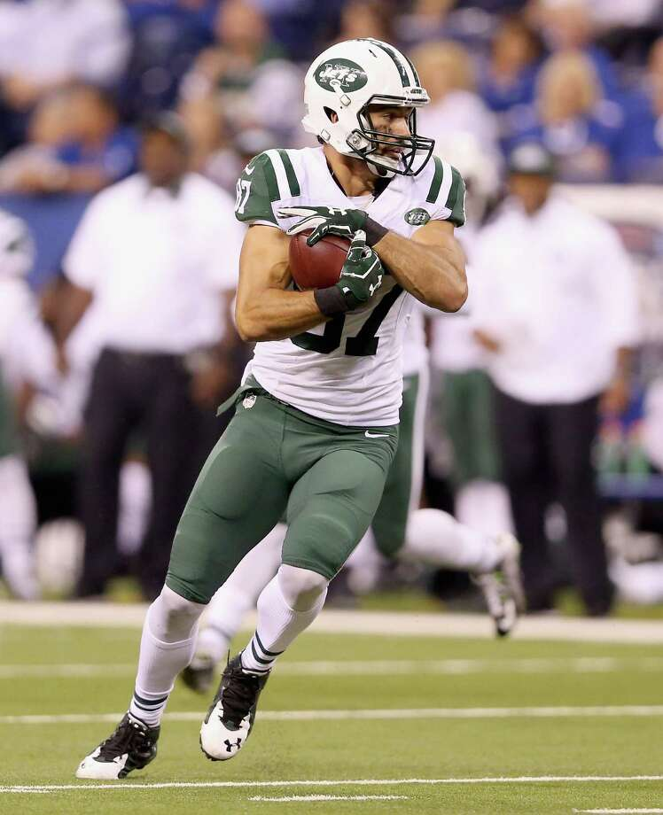INDIANAPOLIS, IN - SEPTEMBER 21:  Eric Decker #87 of the New York Jets runs with the balll after a reception during the game against the Indianapolis Colts during the game at Lucas Oil Stadium on September 21, 2015 in Indianapolis, Indiana.  (Photo by Andy Lyons/Getty Images) ORG XMIT: 567081323 Photo: Andy Lyons / 2015 Getty Images
