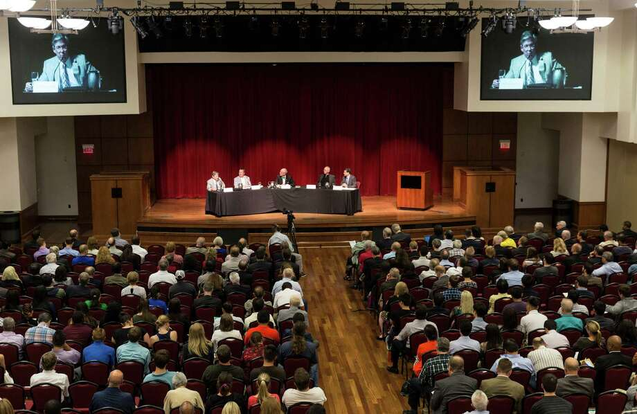 About 700 people gathered Thursday evening for the University of Houston 2015-2016 Energy Symposium Series. Arctic drilling was the topic. Photo: Craig Hartley, Freelance / Copyright: Craig H. Hartley