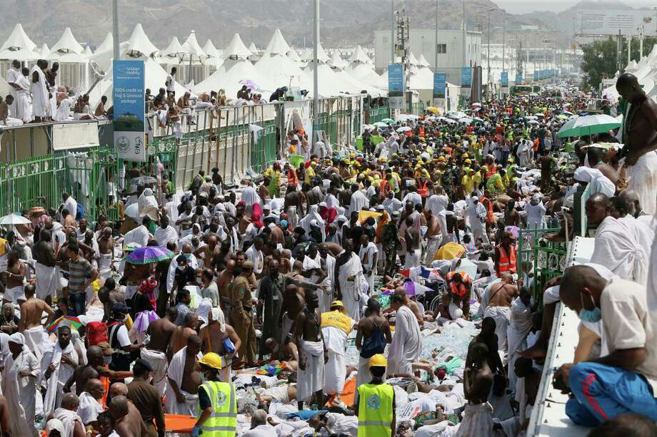 Muslim pilgrims and rescuers gather around those who were crushed Thursday in Mina, Saudi Arabia, during the annual pilgrimage . Photo: Uncredited / Associated Press / AP