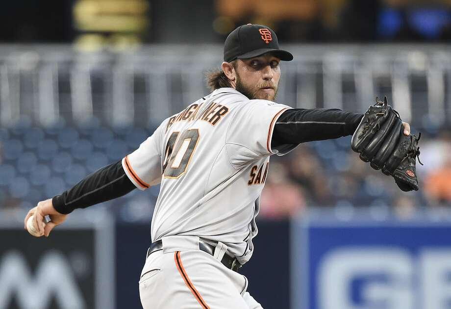 Madison Bumgarner #40 of the San Francisco Giants pitches during the first inning of a baseball game against the San Diego Padres at Petco Park September 24, 2015 in San Diego, California. Photo: Denis Poroy, Getty Images