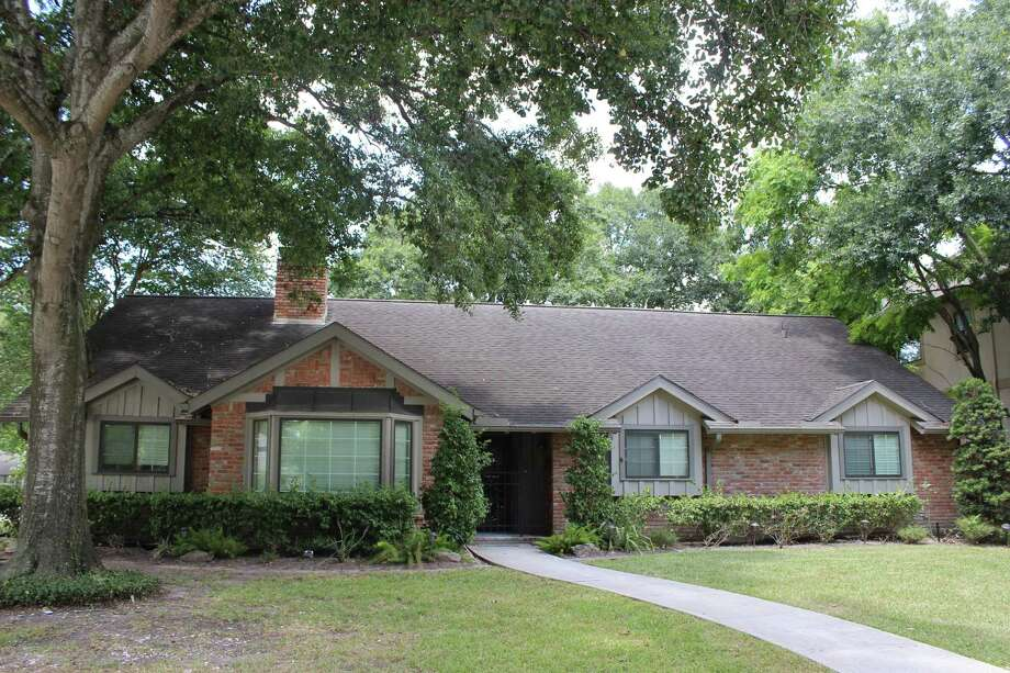 This home in Meyerland is available, listed at $405,000. Photo:  Beth Wolff Realtors Real Living