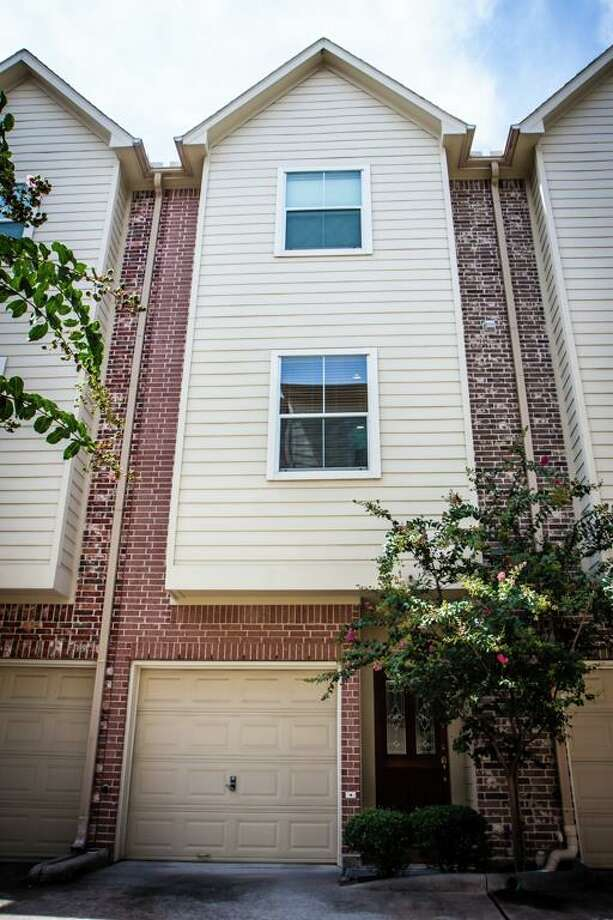 Houston 2902 Chenevert, Unit P: $282,500 / 1,344 square feet