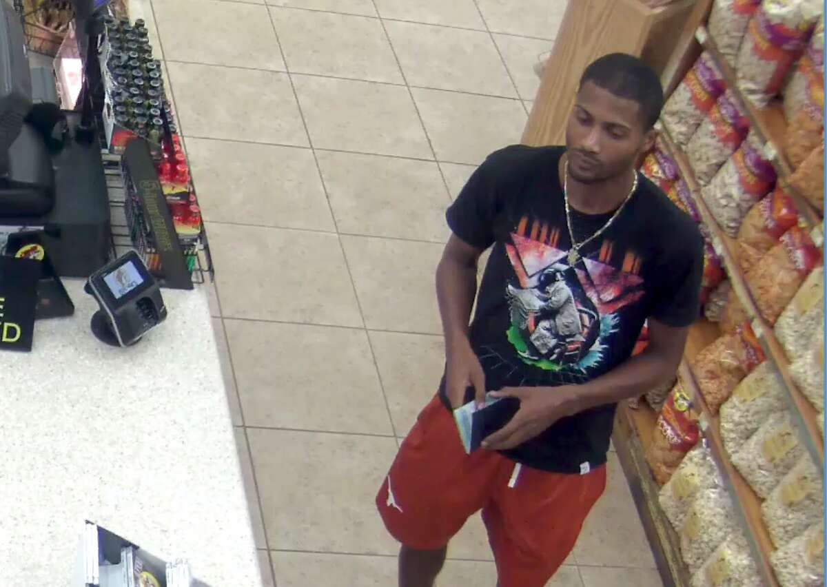 Freeport police released these images of the people they believe are part of an identity theft ring that has stolen at least $18,000 from 14 Buc-ee's locations across Texas.