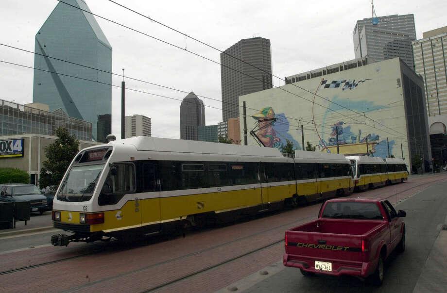 San Antonio planners believe that a rail line like Dallas' DART train, pictured, will help relieve congestion on San Antonio roadways. Photo: EDWARD A. ORNELAS /SAN ANTONIO EXPRESS-NEWS / SAN ANTONIO EXPRESS-NEWS