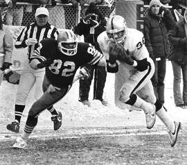 Oakland Raiders safety Mike Davis, right, intercepts a Brian Sipe pass intended for Browns tight end Ozzie Newsome, 82, in the end zone with 49 seconds left in AFC playoff game Sunday, Jan. 5, 1981 in Cleveland. The interception sealed a 14-12 win for the Raiders who advance to the AFC championship against San Diego. (AP Photo)