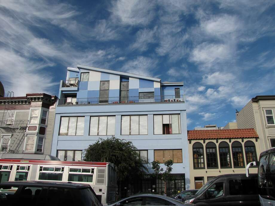 "The three-story industrial building built in 1924 at 209 Ninth St. had two floors added in 2010 that the designers, Winder Gibson Architects, liken to a ""pixelated cloud."" Photo: John King, The Chronicle"