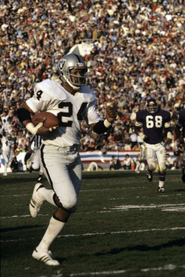 PASADENA, CA - JANUARY 9, 1977:  Defensive back Willie Brown #24 of the Oakland Raiders returns an interception 75 yards for a touchdown during the fourth quarter of Super Bowl XI on January 9, 1977 against the Minnesota Vikings at the Rose Bowl in Pasadena, California.  (Photo by: Tony Tomsic/Getty Images) Photo: Tony Tomsic, Getty Images