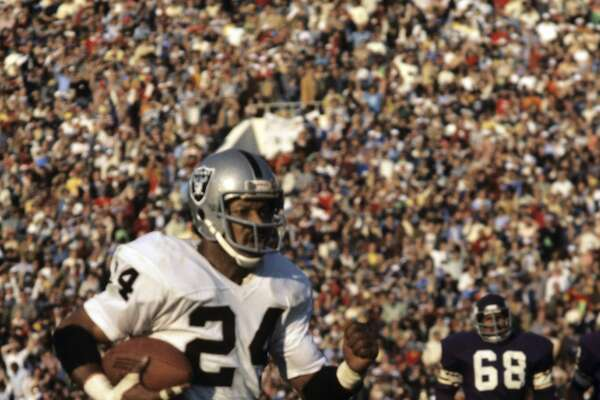 PASADENA, CA - JANUARY 9, 1977: Defensive back Willie Brown #24 of the Oakland Raiders returns an interception 75 yards for a touchdown during the fourth quarter of Super Bowl XI on January 9, 1977 against the Minnesota Vikings at the Rose Bowl in Pasadena, California. (Photo by: Tony Tomsic/Getty Images)