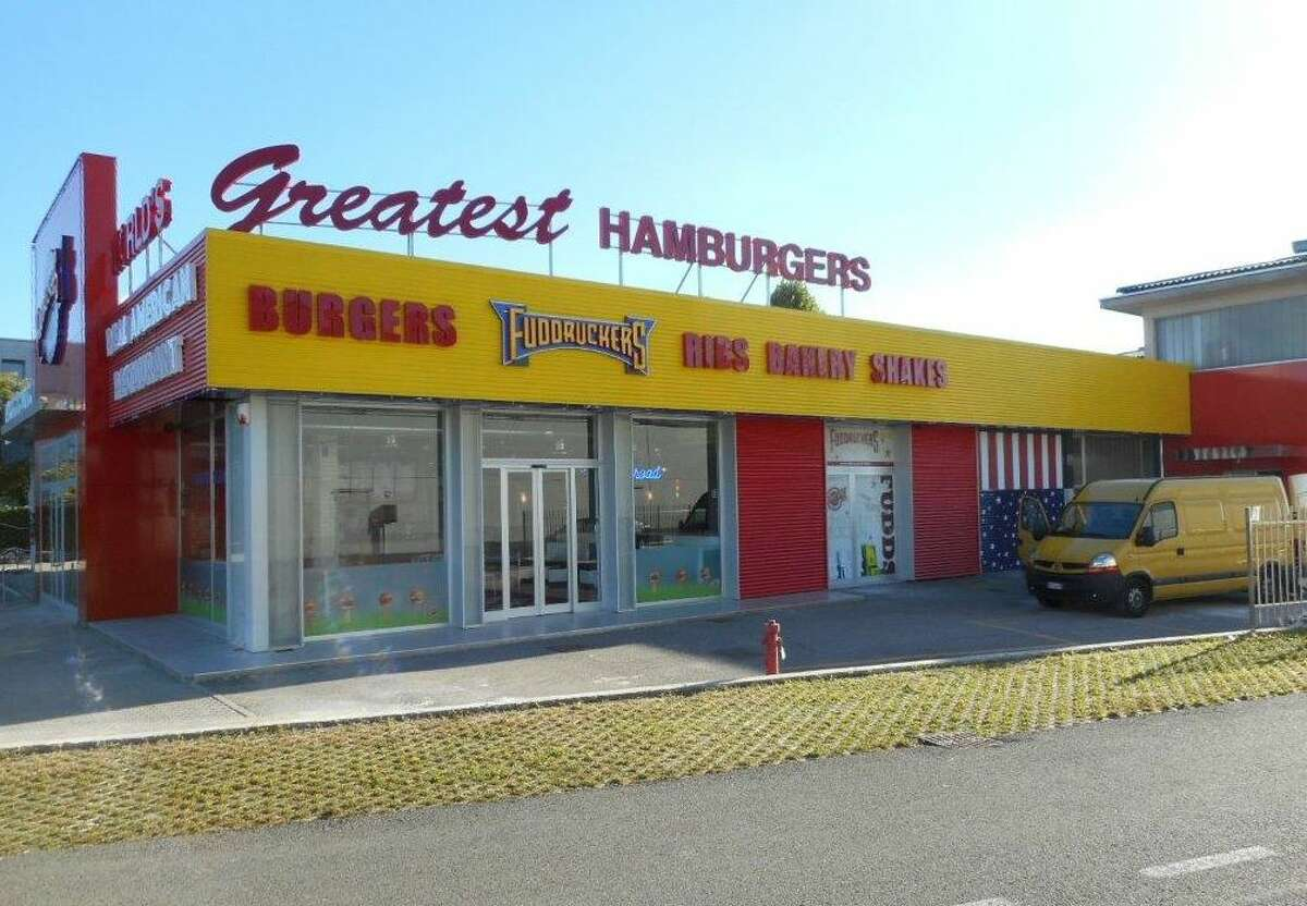 Fuddruckers has 110 franchises in the U.S., Canada, Colombia, the Dominican Republic, Italy and Panama. The third restaurant in Italy is about 20 miles north of Milan.