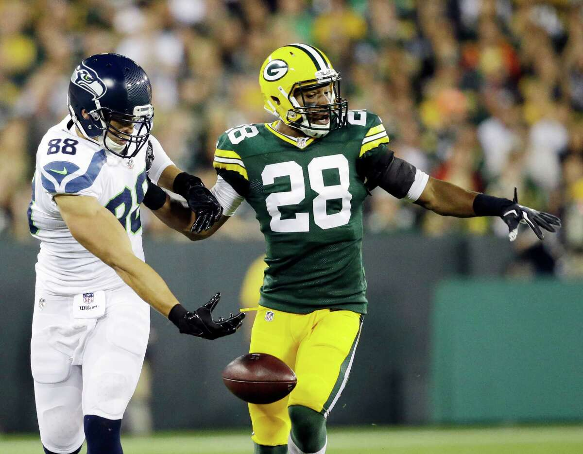 Green Bay Packers' Sean Richardson (28) breaks up a pass intended for Seattle Seahawks' Jimmy Graham during the first half of an NFL football game Sunday, Sept. 20, 2015, in Green Bay, Wis. (AP Photo/Jeffrey Phelps)
