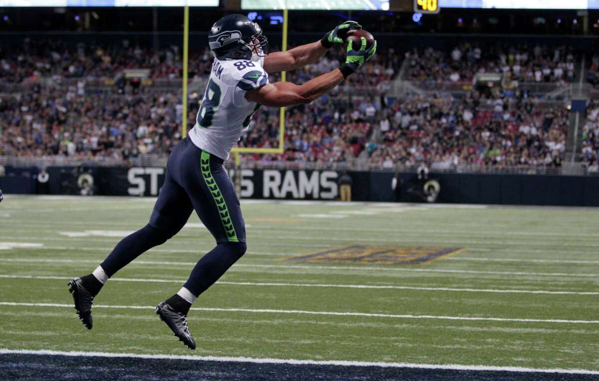 Seattle Seahawks tight end Jimmy Graham catches a 7-yard touchdown pass during the fourth quarter of an NFL football game against the St. Louis Rams Sunday, Sept. 13, 2015, in St. Louis. (AP Photo/Tom Gannam)