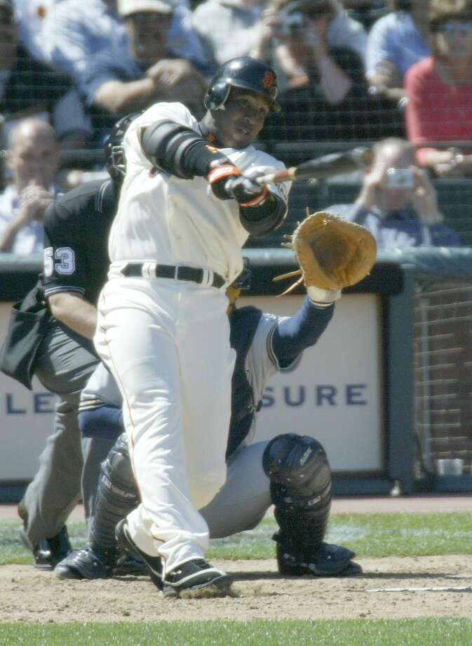 Barry Bonds hits his 660th home run on Aug. 16, 2004, at what was then SBC Park. Photo: Michael Maloney, SFC