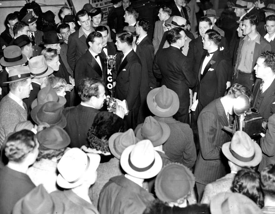 KGO radio with Crowds at Jubilee Show 01/28/1940 Photo: Photographer Unknown / The Chronicle / ONLINE_YES