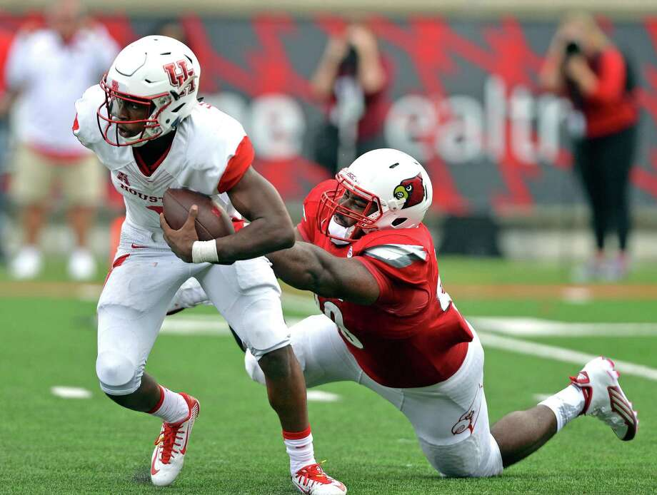 Houston's Greg Ward Jr., left, has been a handful for Louisville's Sheldon Rankins and defenses in general this season. The quarterback ranks 15th nationally in total offense in helping the Cougars start 2-0. Photo: Timothy D. Easley, FRE / FR43398 AP