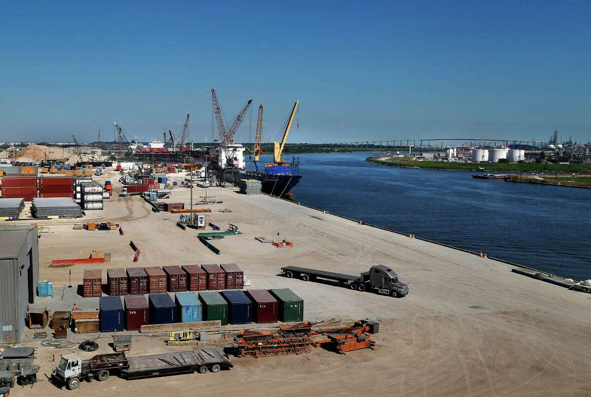 The Industrial Kelly is unloaded at the Industrial Terminals facility along the Houston Ship Channel after dropping off exports at South American ports, Wednesday, Sept. 23, 2015. ( Mark Mulligan / Houston Chronicle)