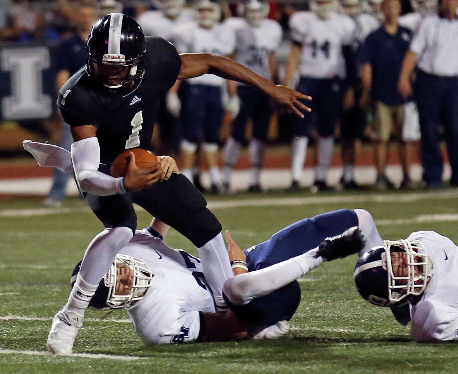 Steele's Xavier Martin tries to shake the tackle of Smithson Valley's Josh Hanson during first half action Friday Sept. 25, 2015 at Lehnhoff Stadium. Photo: Edward A. Ornelas, Staff / San Antonio Express-News / © 2015 San Antonio Express-News