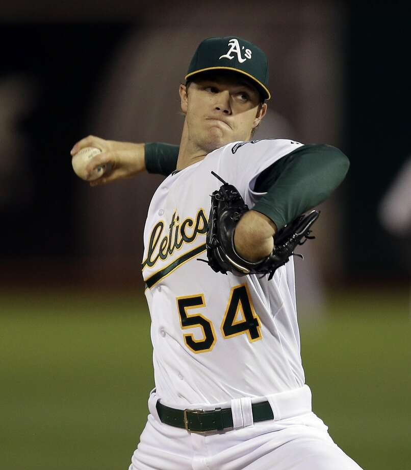 Oakland Athletics pitcher Sonny Gray works against the San Francisco Giants in the first inning of a baseball game Friday, Sept. 25, 2015, in Oakland, Calif.   Photo: Ben Margot, Associated Press