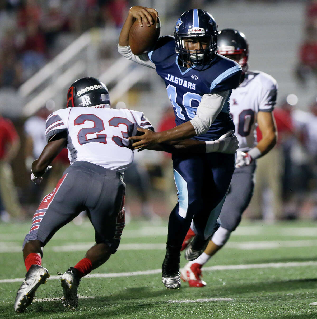 Johnson's Anthony Hendrix (center) slips between Lee's Mohamed Barow (left) and Jose Gonzalez during the first quarter of their District 26-6A game at Comalander Stadium on Friday, Sept. 25, 2015. MARVIN PFEIFFER/ mpfeiffer@express-news.net