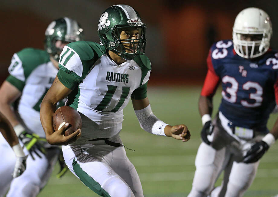 Reagan quarterback Kellen Mond, the 26-6A offensive MVP, will play his senior season at IMG Academy in Bradenton, Florida. Mond, a Baylor commitment, said he'll enroll at IMG on Jan. 18. Photo: Tom Reel /San Antonio Express-News
