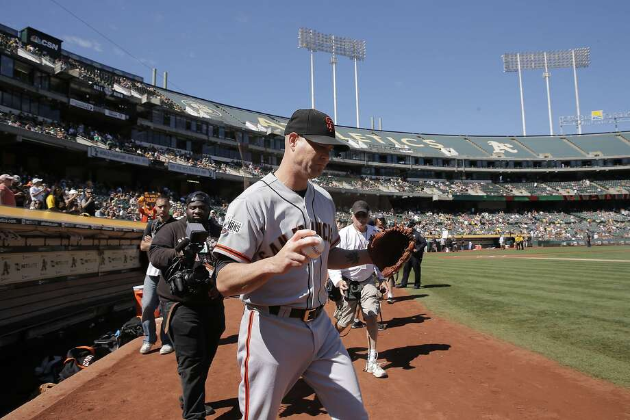Giants' starting pitcher Tim Hudson takes to the field for warm ups as the San Francisco Giants prepare take on the Oakland Athletics at O.co Coliseum, Calif. on Sat. September 26, 2015. Photo: Michael Macor, The Chronicle