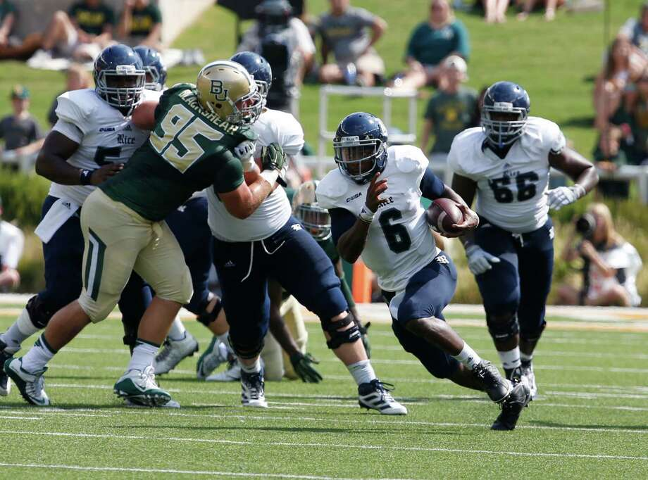 Rice quarterback Driphus Jackson (6), right, runs upfield on Baylor defensive lineman Beau Blackshear (95), left, in the first half of an NCAA college football game, Saturday, Sept. 26, 2015, in Waco, Texas. (AP Photo/Rod Aydelotte) Photo: Rod Aydelotte, Associated Press / FRE36102AP