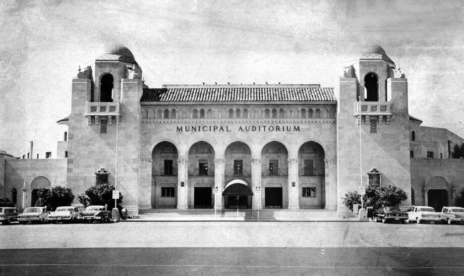 Municipal Auditorium, shown in the early 1960s, was the architectural model for the nearby Martin Wright building, which was supposed to be a hotel for guests attending performances. Photo: San Antonio Express-News /File Photo / SAN ANTONIO EXPRESS-NEWS