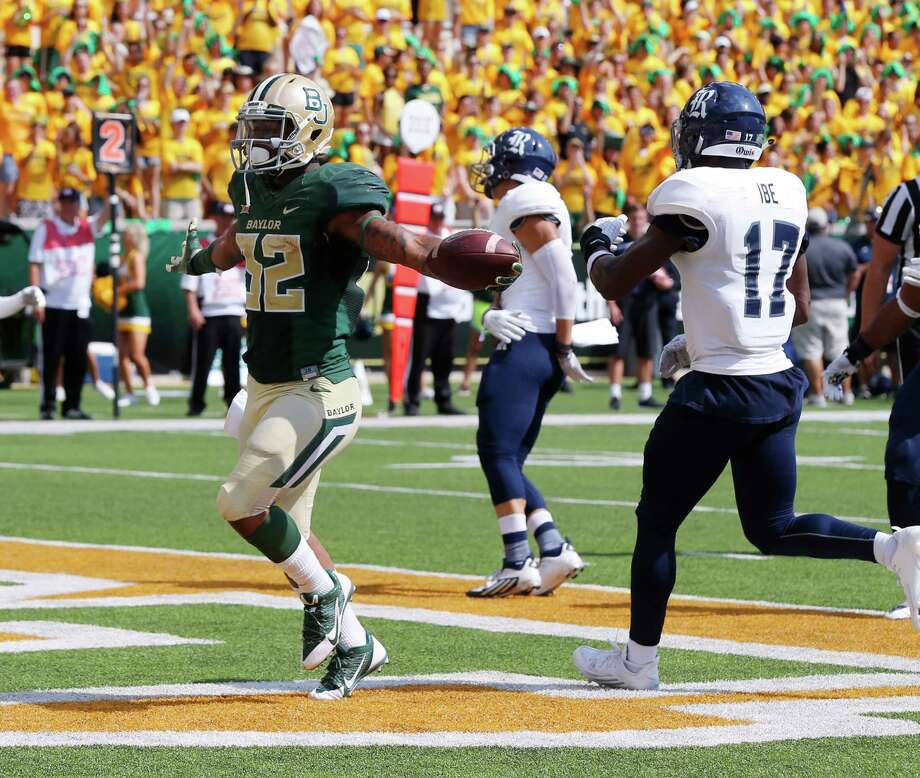 Baylor running back Shock Linwood (32), left, scores past Rice safety JT Ibe (17), right, in the first half of an NCAA college football game, Saturday, Sept. 26, 2015, in Waco, Texas. (AP Photo/Rod Aydelotte) Photo: Rod Aydelotte, FRE / Associated Press / FRE36102AP