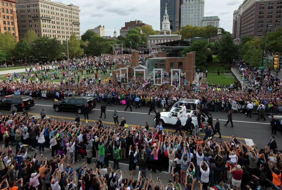 Pope Francis passes the crowd in his pope mobile on Independence Mall in Philadelphia on Saturday, Sept. 26, 2015. The pope spoke at Independence Hall on his first visit to the United States. (AP Photo/Laurence Kesterson, Pool) ORG XMIT: PX116 Photo: Laurence Kesterson / FR170723 AP POOL
