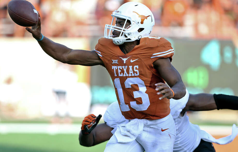 Longhorns quarterback Jerrod Heard dishes forward in the fourth quarter as Texas hosts Oklahoma State at Royal-Memorial Stadium on Sept. 26, 2015. Photo: Tom Reel /San Antonio Express-News