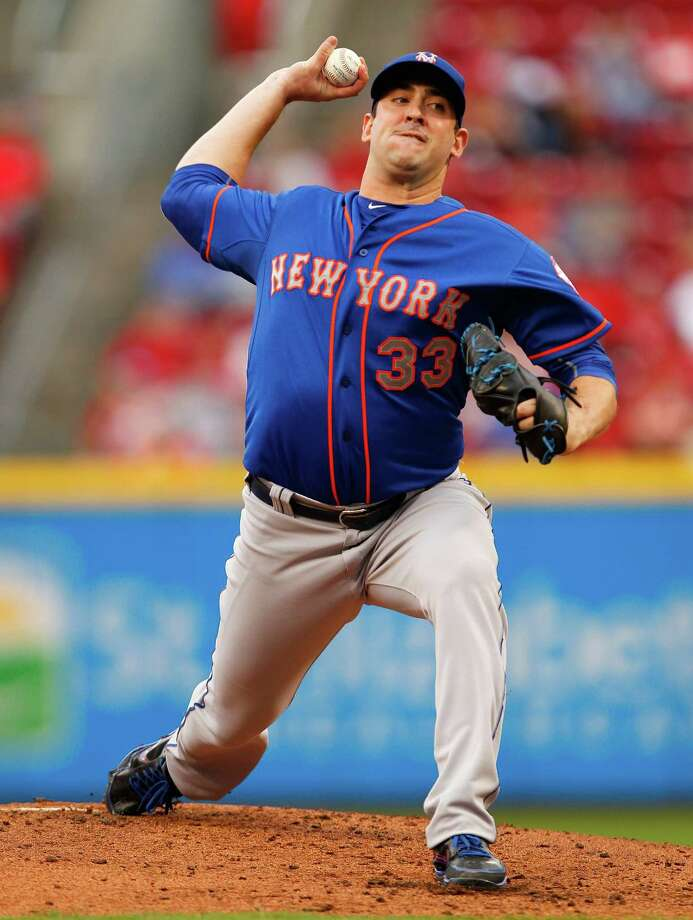 CINCINNATI, OH - SEPTEMBER 27: Matt Harvey #33 of the New York Mets throws a pitch during their game against the Cincinnati Reds at Great American Ball Park on September 26, 2015 in Cincinnati, Ohio.  (Photo by John Sommers II/Getty Images) ORG XMIT: 538595675 Photo: John Sommers II / 2015 Getty Images